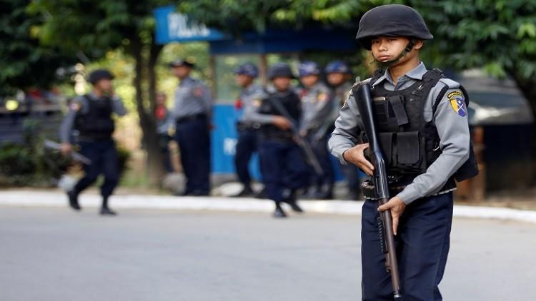 في سابقة من نوعها.. ميانمار توقف 10 ضباط شرطة بتهمة قتل أحد مسلمي الروهنغيا