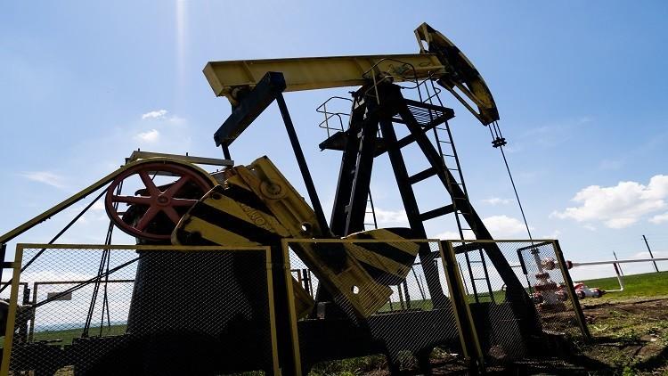 النفط يواصل ارتفاعه لليوم الثالث على التوالي