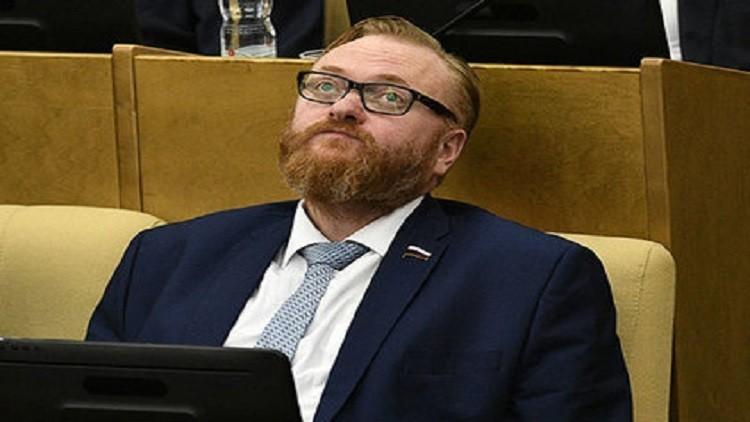 ميلونوف يحيل إلى مجلس الدوما مشروع قانون حول حماية الكرامة الوطنية لروسيا