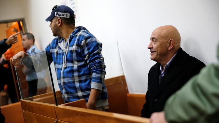 إسرائيل تقدم لائحة إتهام ضد غطاس حول نقل هواتف لأسرى فلسطينيين