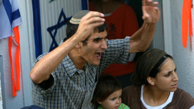 مستوطنون يحطمون سيارات الفلسطينيين بشمال الضفة الغربية