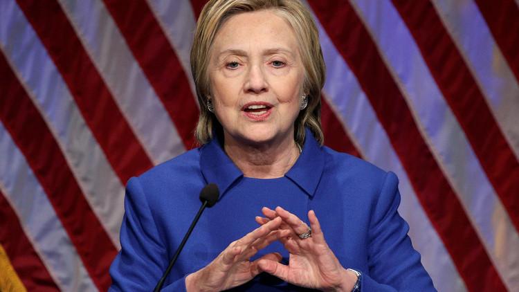 مقرب من كلينتون: لن ترشح نفسها لأي منصب