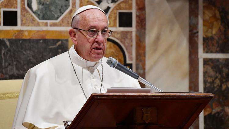 البابا يندد بـ