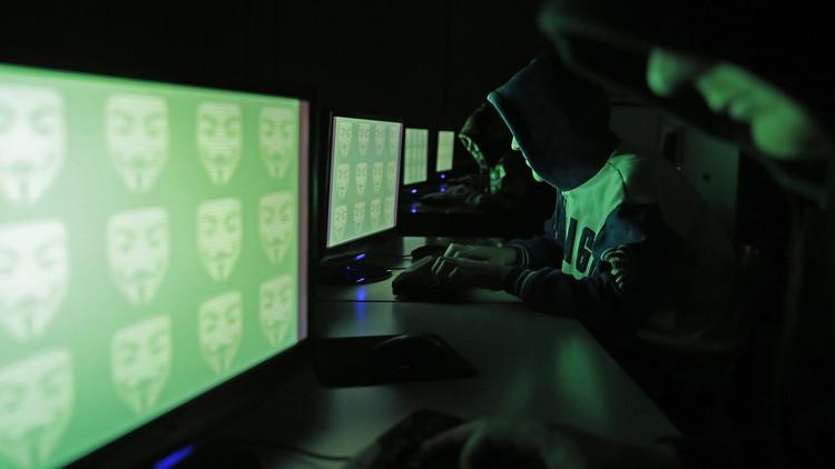 اعتقال شخصين في إيطاليا بتهمة التجسس السيبراني