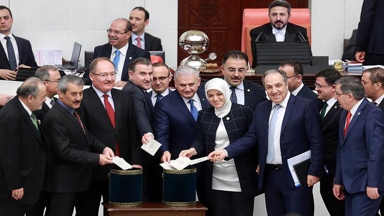 البرلمان التركي يقر بعض المواد من مشروع التعديل الدستوري