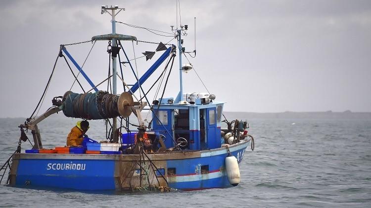 السلطات التونسية تحتجز 17 صيادا مصريا
