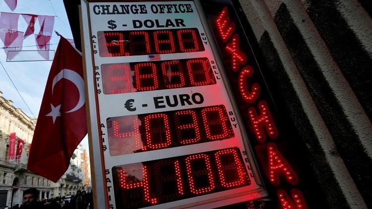 وزير الاقتصاد التركي يطمئن السوق بشأن الليرة التركية