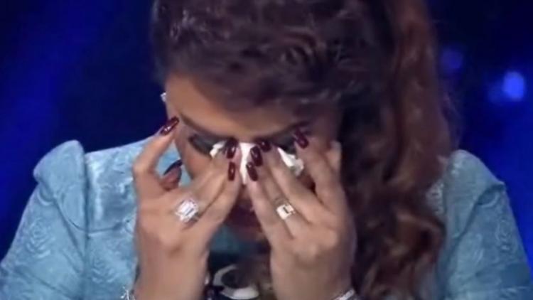 شادي فيروز يبكي أحلام على الهواء مباشرة..  فيديو