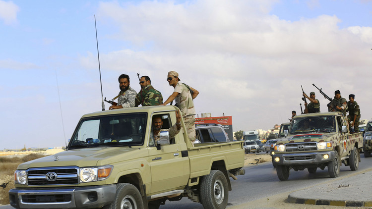 لحظة إصابة وإسقاط ميغ 23 فوق بنغازي الليبية