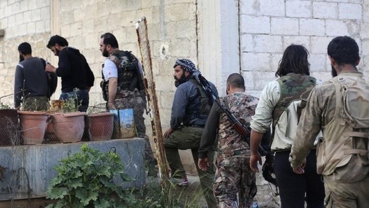 سوريا.. مسلحون يشكلون محكمة عسكرية ميدانية لعميد سوري زار موسكو