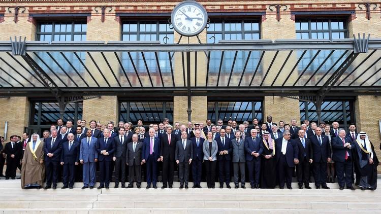 صورة جماعية خلال مؤتمر للسلام في الشرق الأوسط بباريس