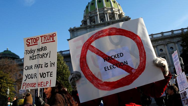 2500 دولار للتظاهر ضد ترامب..