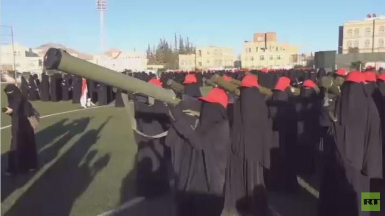 يمنيات مواليات للحوثي يطالبن بالانضمام للقتال ضد السعودية