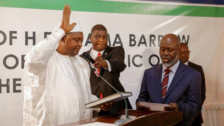 رئيس غامبيا يوافق على التنحي ومغادرة البلاد