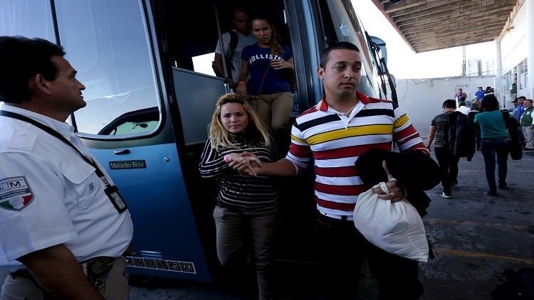 المكسيك ترحّل كوبيين بعد إلغاء
