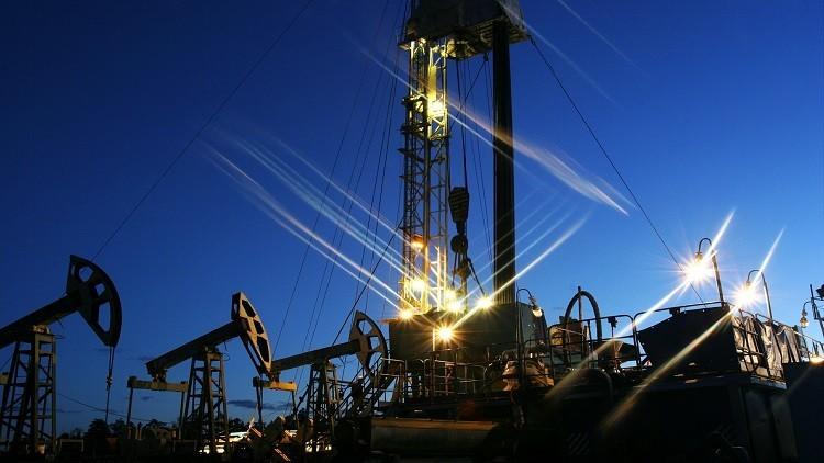 سعر برميل النفط يغلق مرتفعا بأكثر من 2%