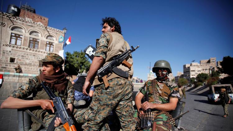 قوات هادي تقصف حامية مطار صنعاء