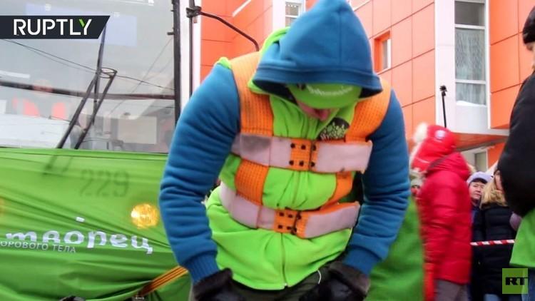 أقوى مواطنة روسية تسحب ترام وزنه أكثر من 36 طن