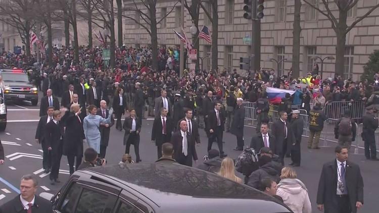 ترامب يحي العلم الروسي في طريقه إلى البيت الأبيض