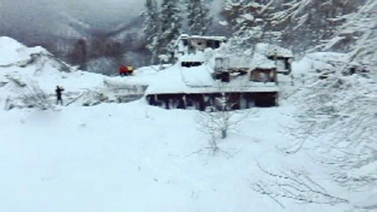 23 شخصا لازالوا مفقودين بعد انهيار الثلوج على فندق بوسط إيطاليا