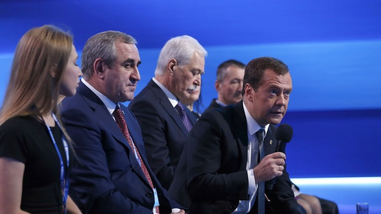 مدفيديف يصف حزب