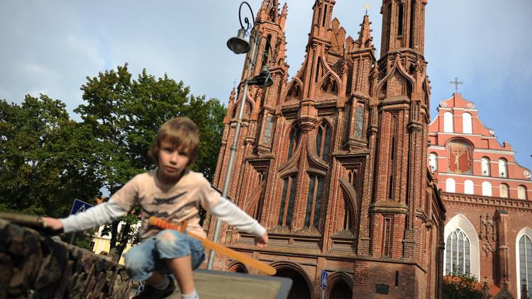 ليتوانيا تتحرى الأطفال