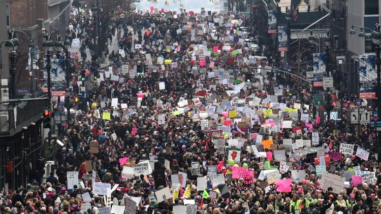 من يقف وراء الاحتجاجات النسائية ضد ترامب؟