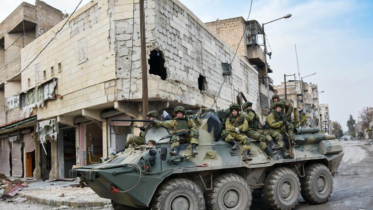مركز حميميم يواصل إيصال المساعدات الإنسانية لحلب وتطهيرها من المتفجرات