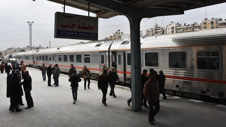 القطار بين شرق حلب وغربها يستأنف نشاطه