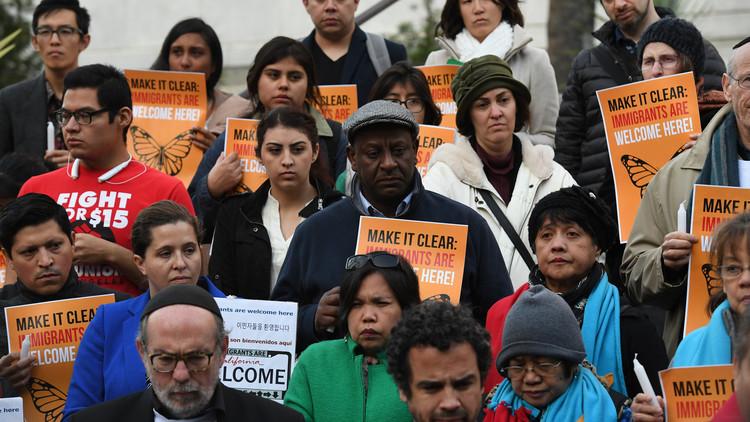 رئيس بلدية نيويورك يتذمر من قرارات ترامب ضد المهاجرين