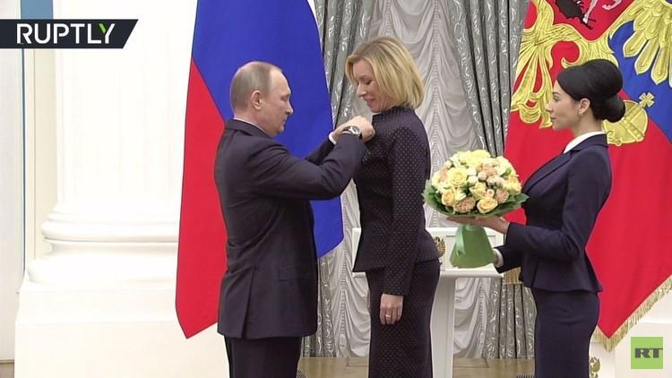 بوتين يكرم المتحدثة باسم الخارجية الروسية ماريا زاخاروفا بوسام الصداقة