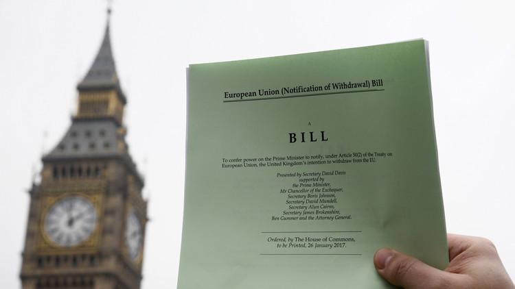 الحكومة البريطانية تتخذ أول خطوة للخروج من الاتحاد الأوروبي