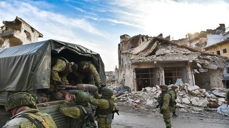 مركز حميميم يواصل تطهير حلب من المتفجرات وإيصال مساعدات لسكانها
