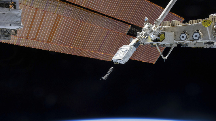 جنرال أمريكي: روسيا تطور سلاحا ليزريا ضد الأقمار الاصطناعية