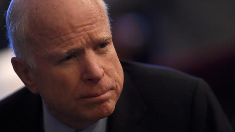 ماكين يتعهد بعرقلة رفع العقوبات عن روسيا في حال إقدام ترامب على ذلك