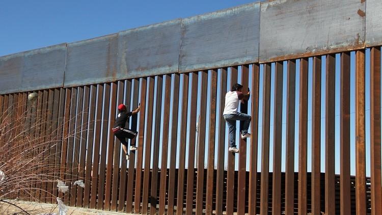 يهود المكسيك ينتقدون موقف نتنياهو من جدار ترامب