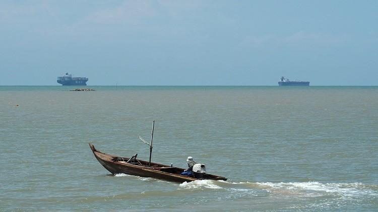 اختفاء قارب يقل سياحا بالقرب من ماليزيا