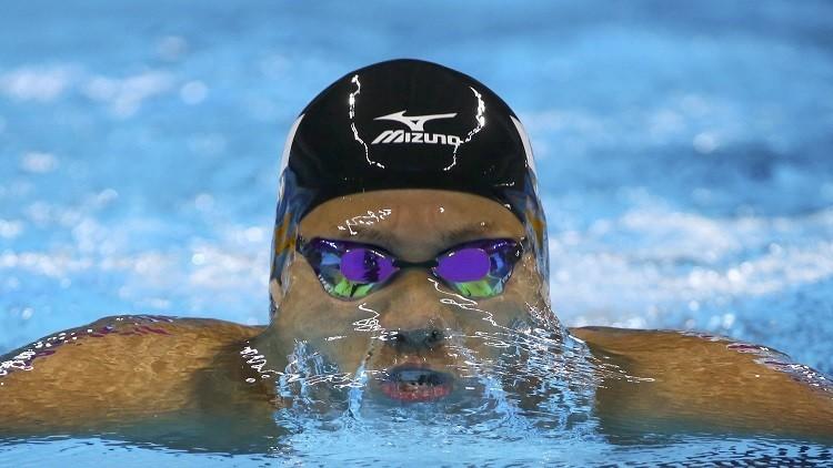 ياباني يحطم الرقم العالمي لسباحة 200  متر صدر