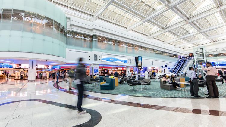 مطار دبي يمنع عددا قليلا من الركاب من السفر إلى الولايات المتحدة