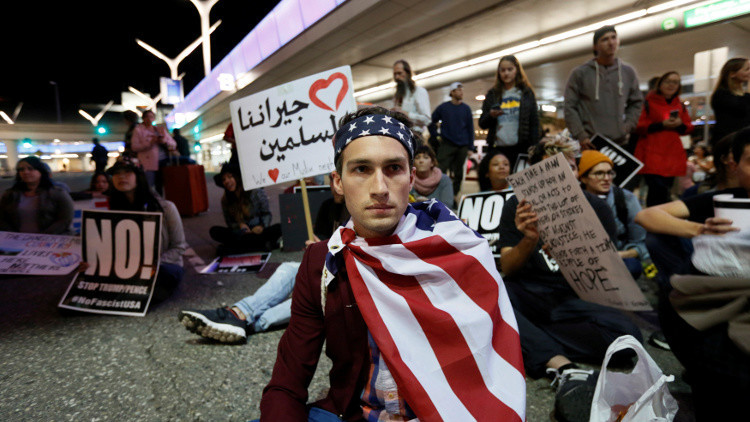 استطلاع: معظم الأمريكيين يعارضون سياسات ترامب