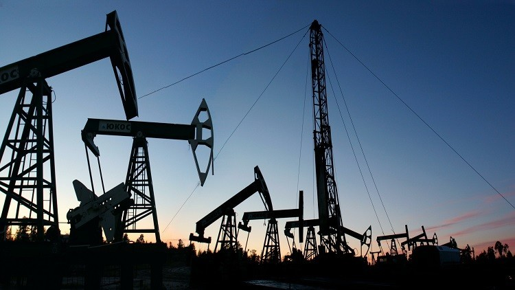 النفط يبدأ أسبوعه بتراجع طفيف
