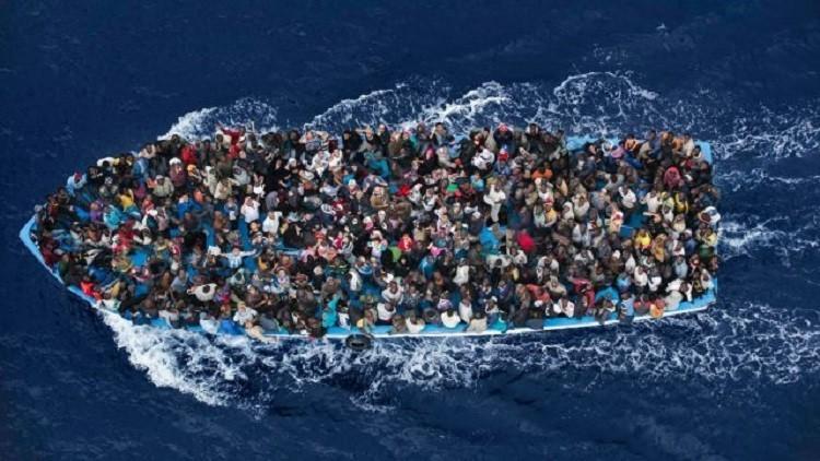 خفر السواحل الليبي يعترض 700 مهاجر في عرض البحر