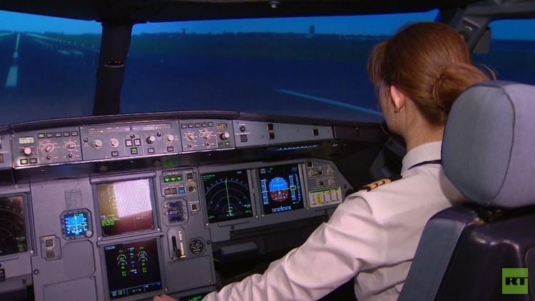 يكاتيرينا تنافس الرجال في قيادة الطائرات