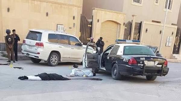 رجل أمن سعودي يمنع إرهابيا من تفجير حزام ناسف