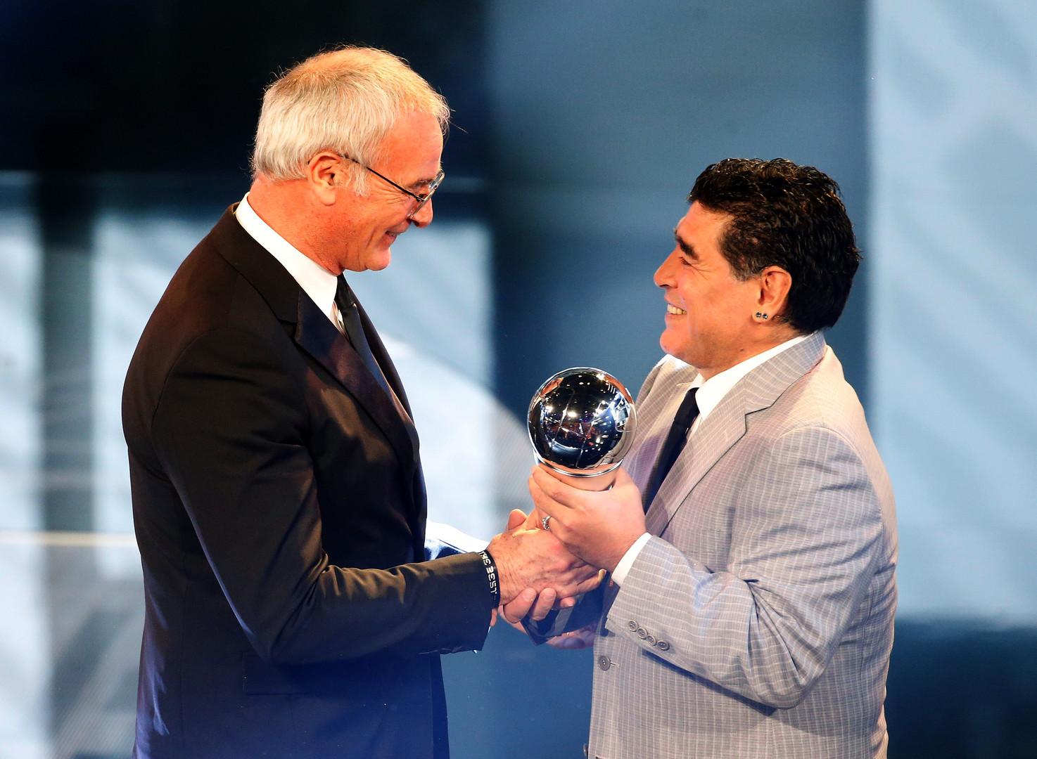 رونالدو يتوج بجائزة الفيفا لأفضل لاعب في العالم 2016