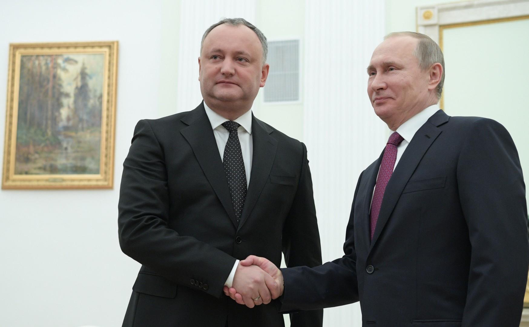 هدية من بوتين تثير خلافا في صفوف