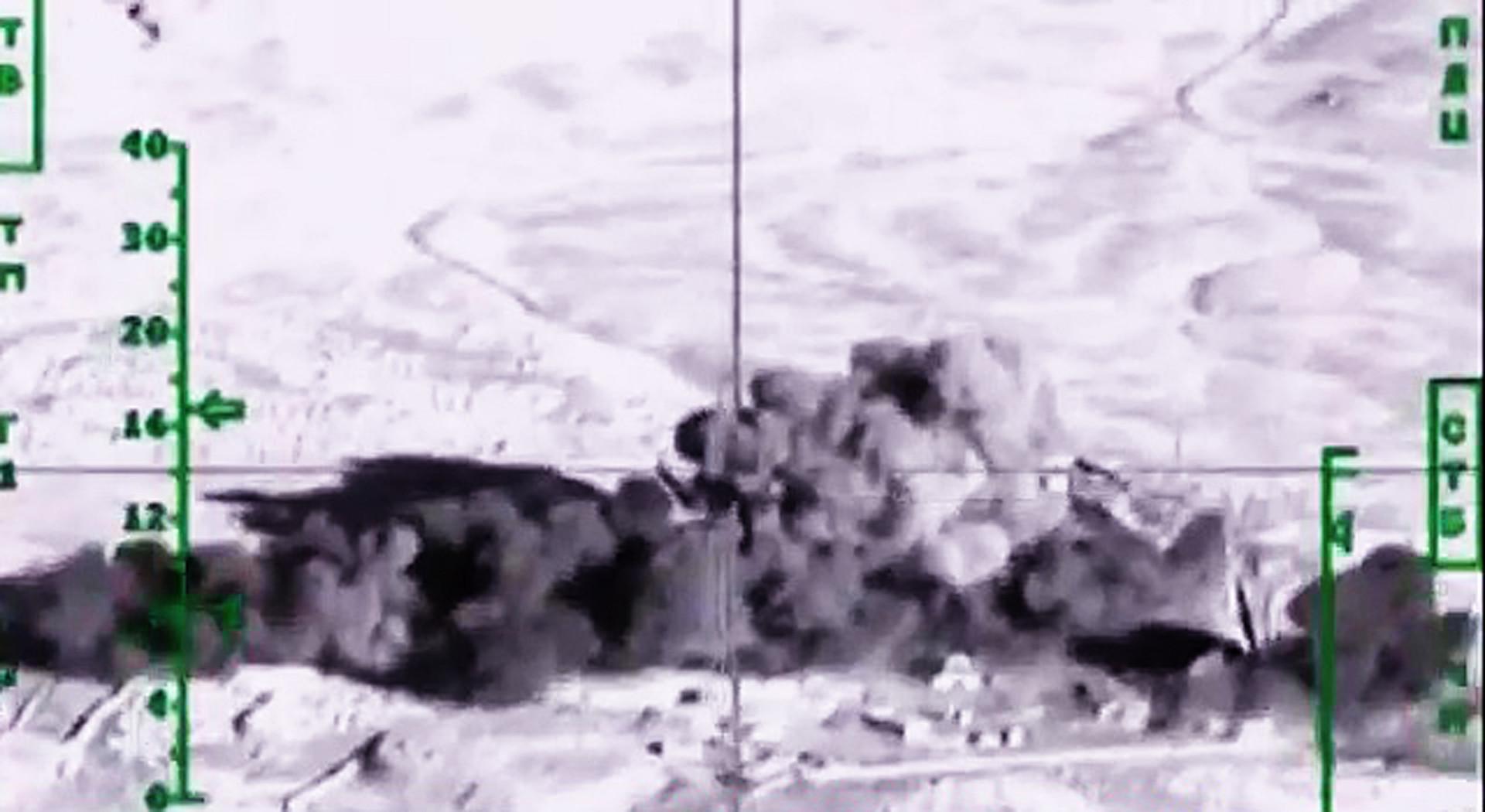 قاذفات روسية بعيدة المدى تضرب مواقع داعش في دير الزور