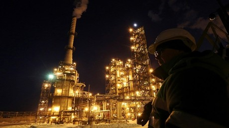روسيا تبدأ تطبيق اتفاق خفض إنتاج النفط العالمي