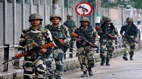 صورة أرشيفية - القوات الأمنية الهندية قرب الحدود الباكستنية
