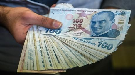 الليرة التركية تهوي إلى مستوى قياسي جديد